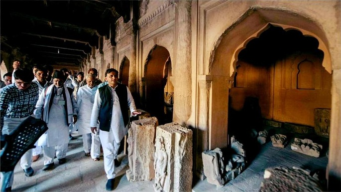 chief minister, up on a visit to kalinjer fort (Bundelkhand)