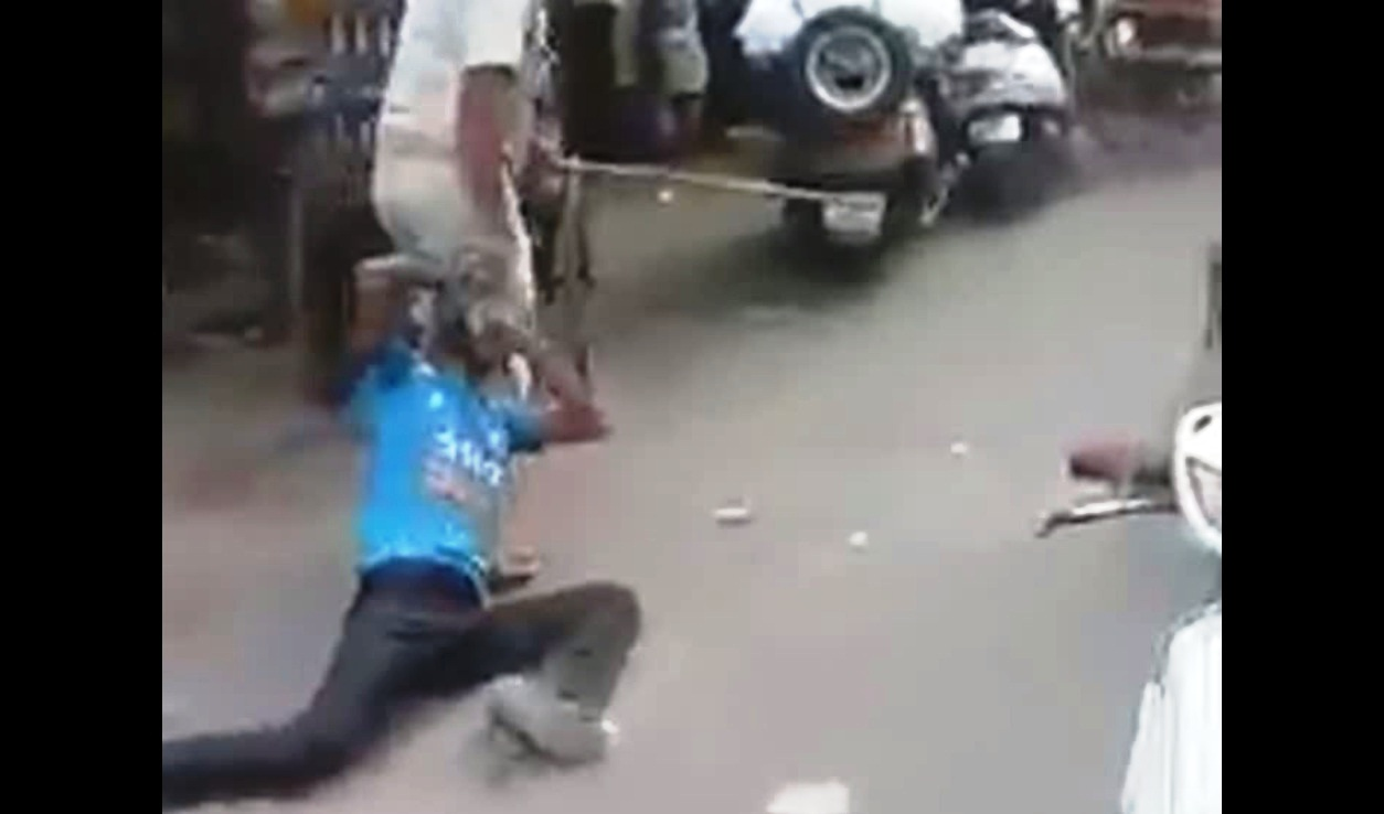 police man beating rickshaw driver