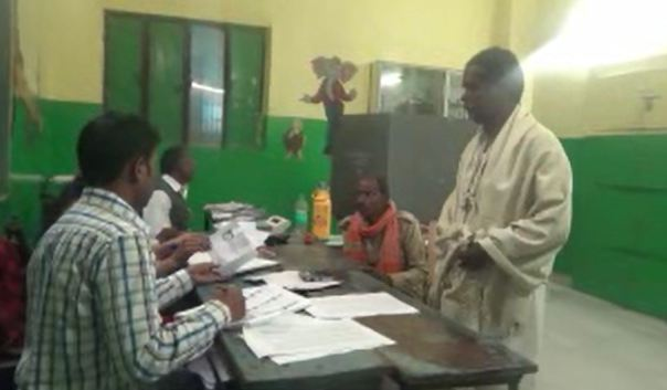 man casts his vote after last rites of his father