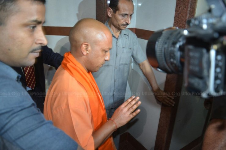 adityanath meets acid attack victim