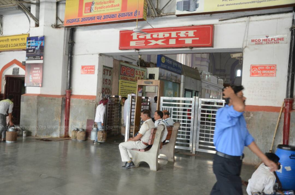 bomb found at charbagh railway station