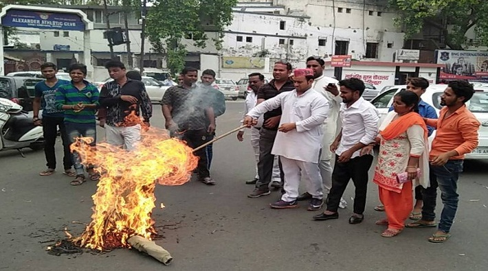 sp workers protest over up for law and order