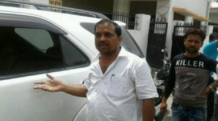 thieves stole rs 20 lakhs by bjp leader car in meerut