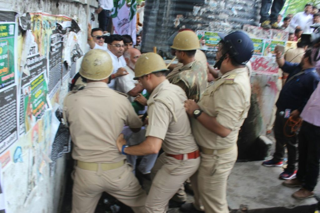 lathicharge on rld workers in lucknow