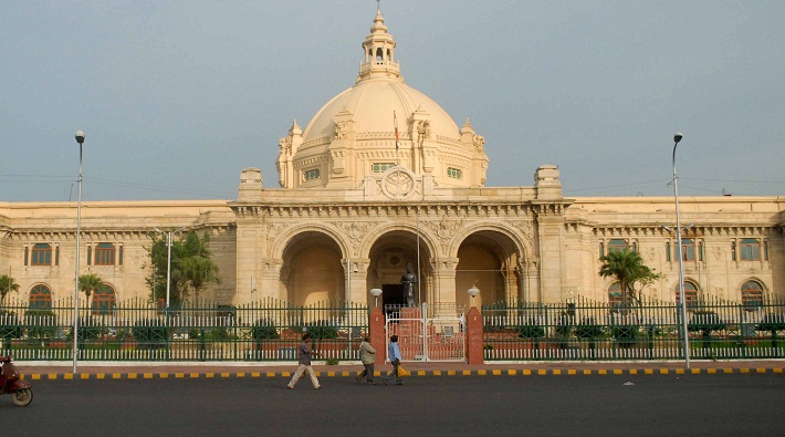 commissioner lucknow returned from assembly gate without car pass