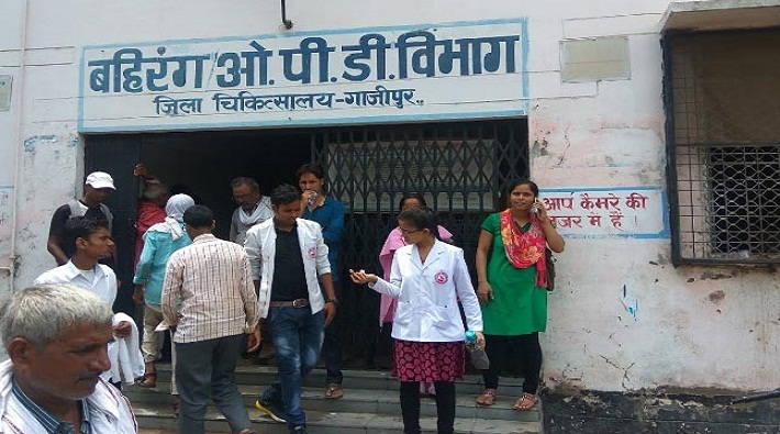 ghazipur govt district hospital medicine supply closed due to gst and balance dues