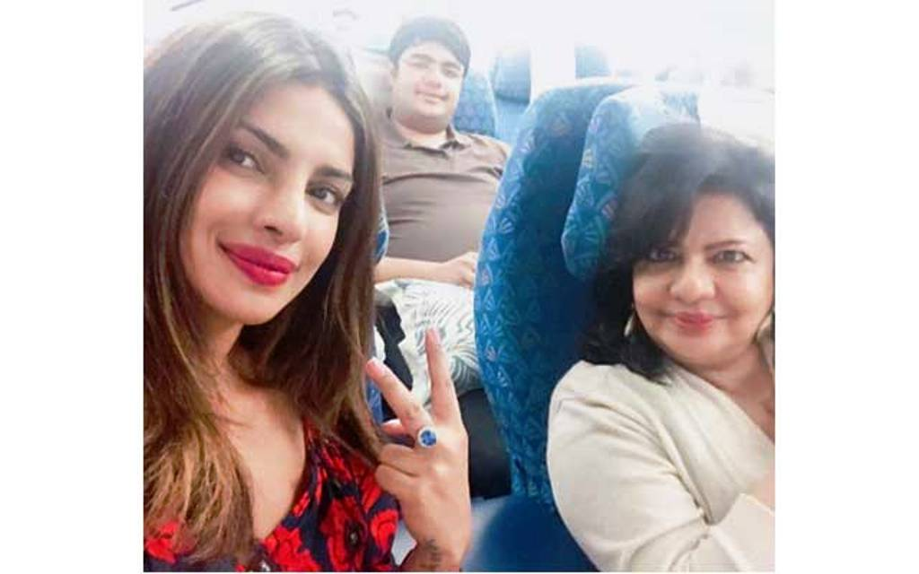 Priyanka chopra enjoying vacations with family on islands