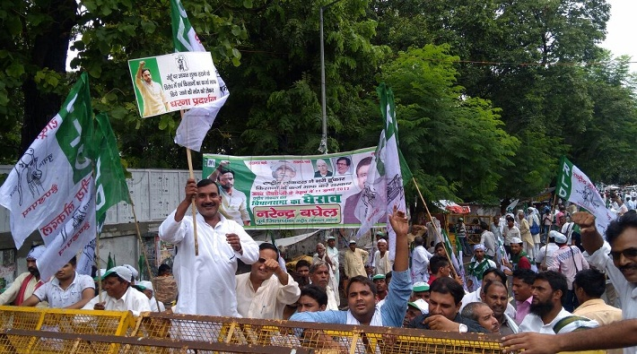 rld protest regarding farmers issue up assembly lucknow