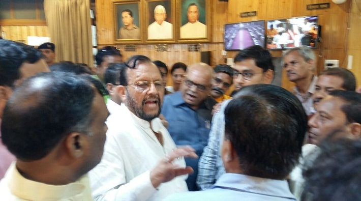 senior journos misbehaved by staffs in up assembly
