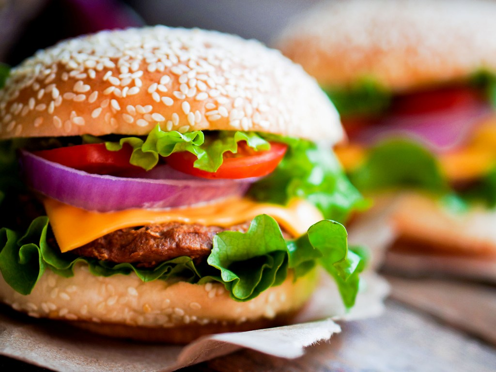 Eating hamburgers, pizza may increase cancer risk: Study