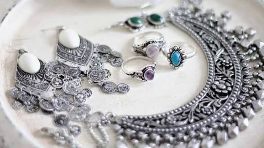 Protect your silver jewellery in monsoon