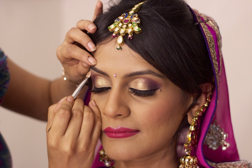 Get that ultimate bridal make-up guide