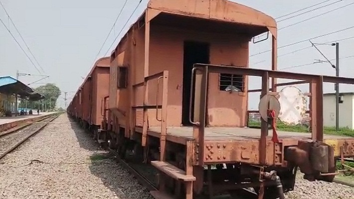 goods train driver left the train at gangaghat railway station unnao