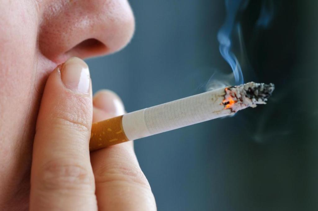 Smokers with HIV more at risk of lung cancer than AIDS