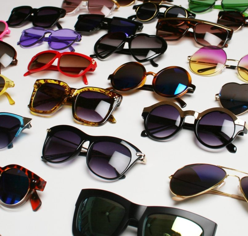 How to pair sunglasses for a chic look
