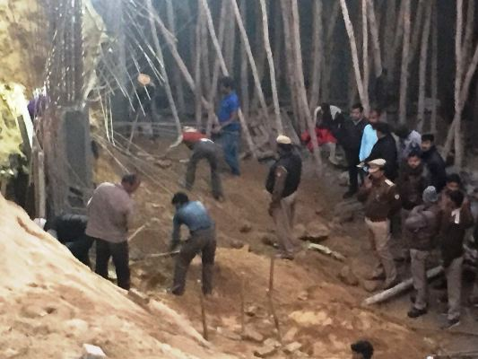 Three laborers under construction, one dead body was removed
