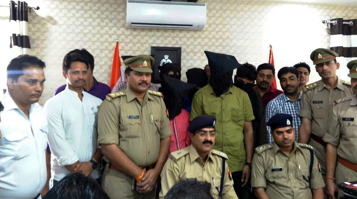 Police Busts Inter State Fraud Racket six arrested in krishnanagar thana