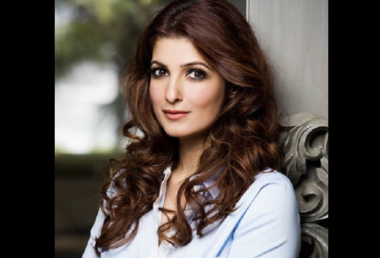 Twinkle Khanna Receives Flo Icon Award For Excellence Award