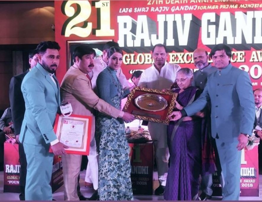Hina Khan Receives Rajiv Gandhi Global Excellence Award By
