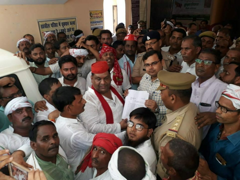 Former cabinet minister arvind singh protest with SP workers