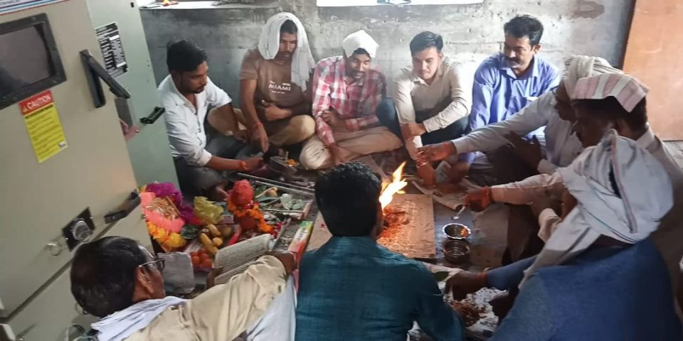 Vishwakarma Puja 2018 laborer and shopkeepers celebrate