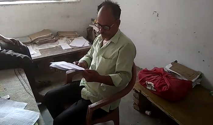 Barabanki: On the demand of bribe, villagers beat the writer fiercely