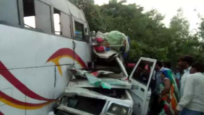 RaeBareli: Seven killed 35 injured Road Accident Pick-UP and Bus Collision