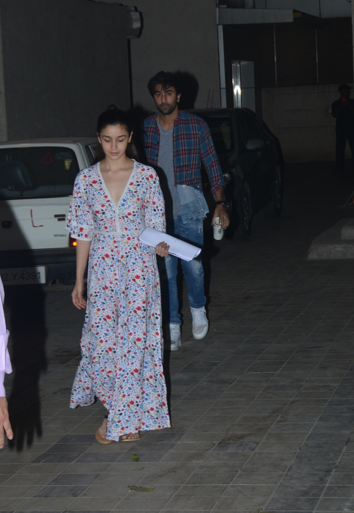 Photos : Alia Bhatt & Ranbir Kapoor spotted at bandra