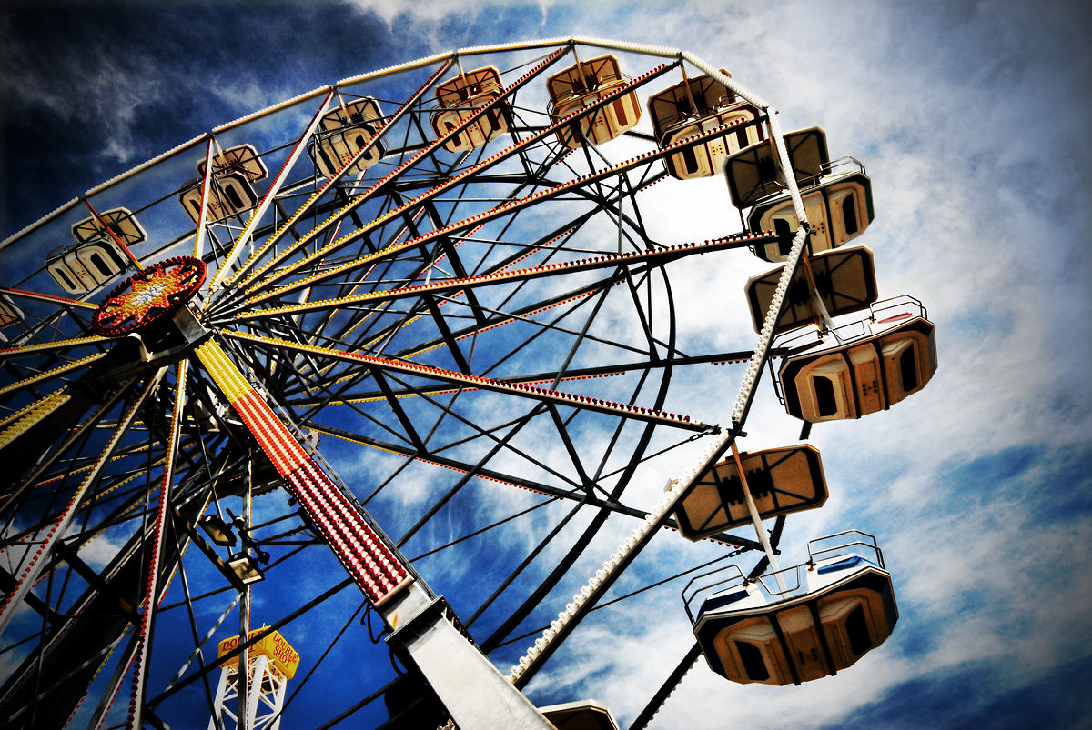 woman in ballia dies after falling from ferris wheel while clicking