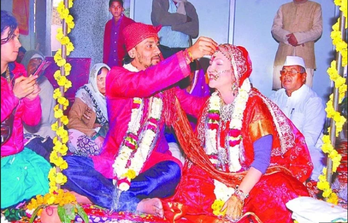 American Bride gets married to desi groom in Mathura