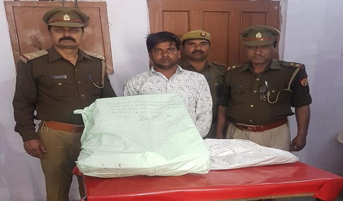 Police raided and arrest a man while making a pistol in Hapur