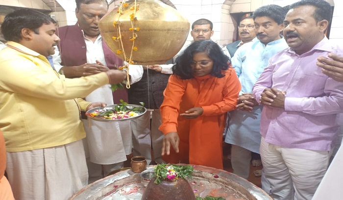 Savitri Bai Phule worshiped Bholenath for victory in elections