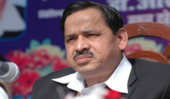 Congress leader Naseemuddin Siddiqui Flashed on journalists' questions