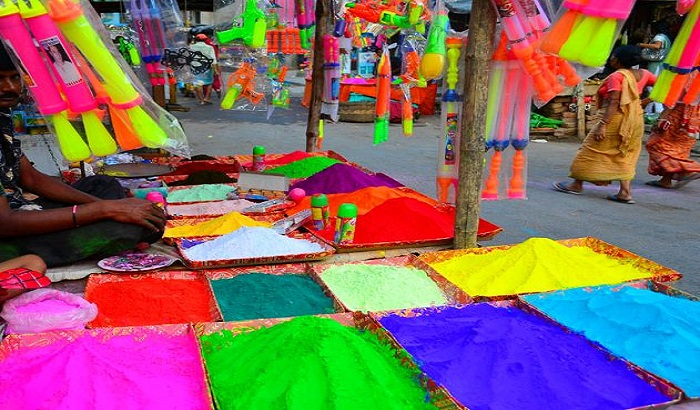 Lucknow:Holi festival of love colors