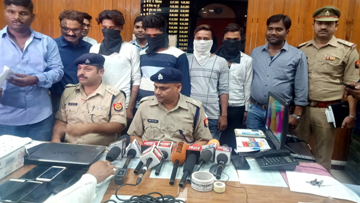 Four Accused Arrested of Bundelkhand Gang for Online Fraud on Amazon Company