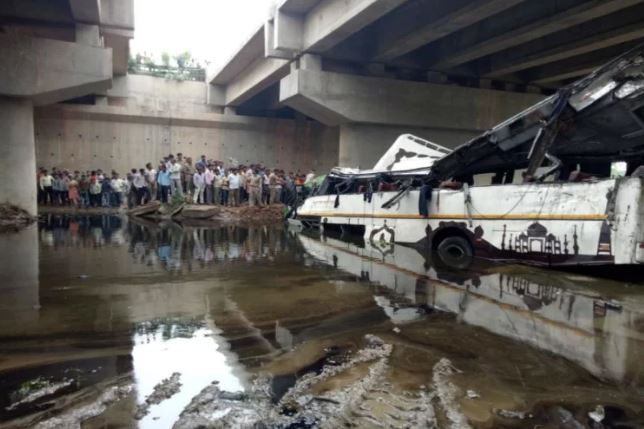 agra bus accident